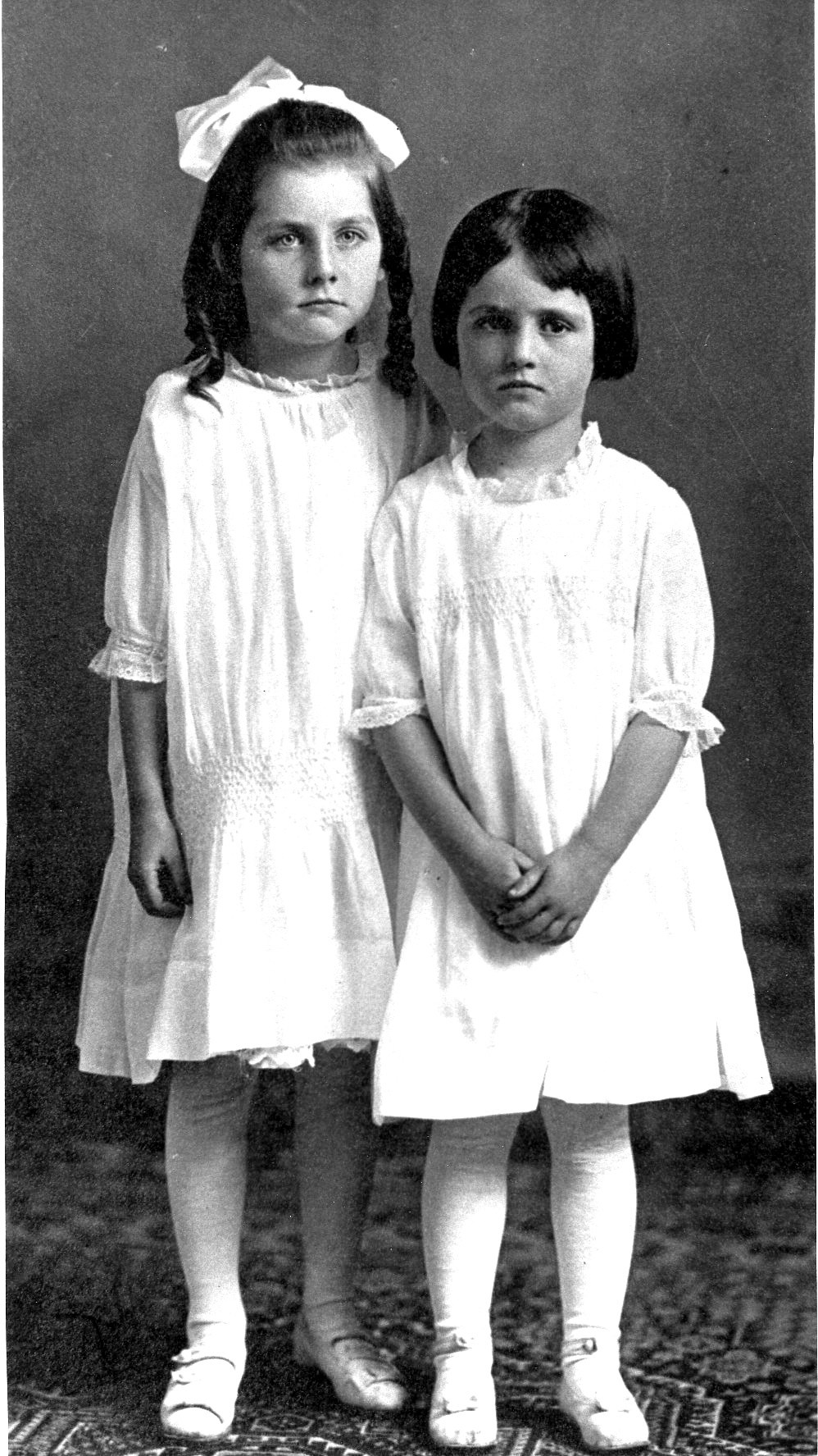Hazel-and-Erma-Simpson-1916